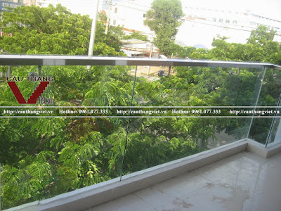 Mau lan can ban cong kinh cuong luc dep gia re tai Ha Noi