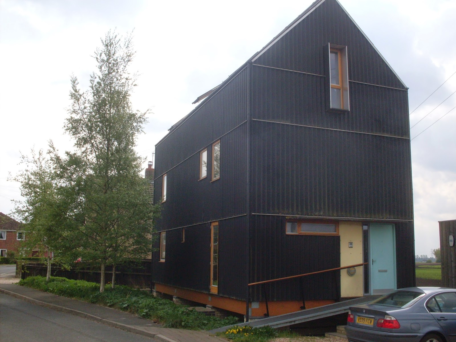 The Black House Is Another Award Winner And Just Down Road From These Two Was Designed By Meredith Bowles Founder Of Mole Architects