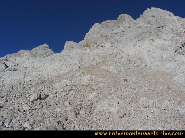 Ruta Cabrones, Torrecerredo, Dobresengos, Caín: Base del Torrecerredo