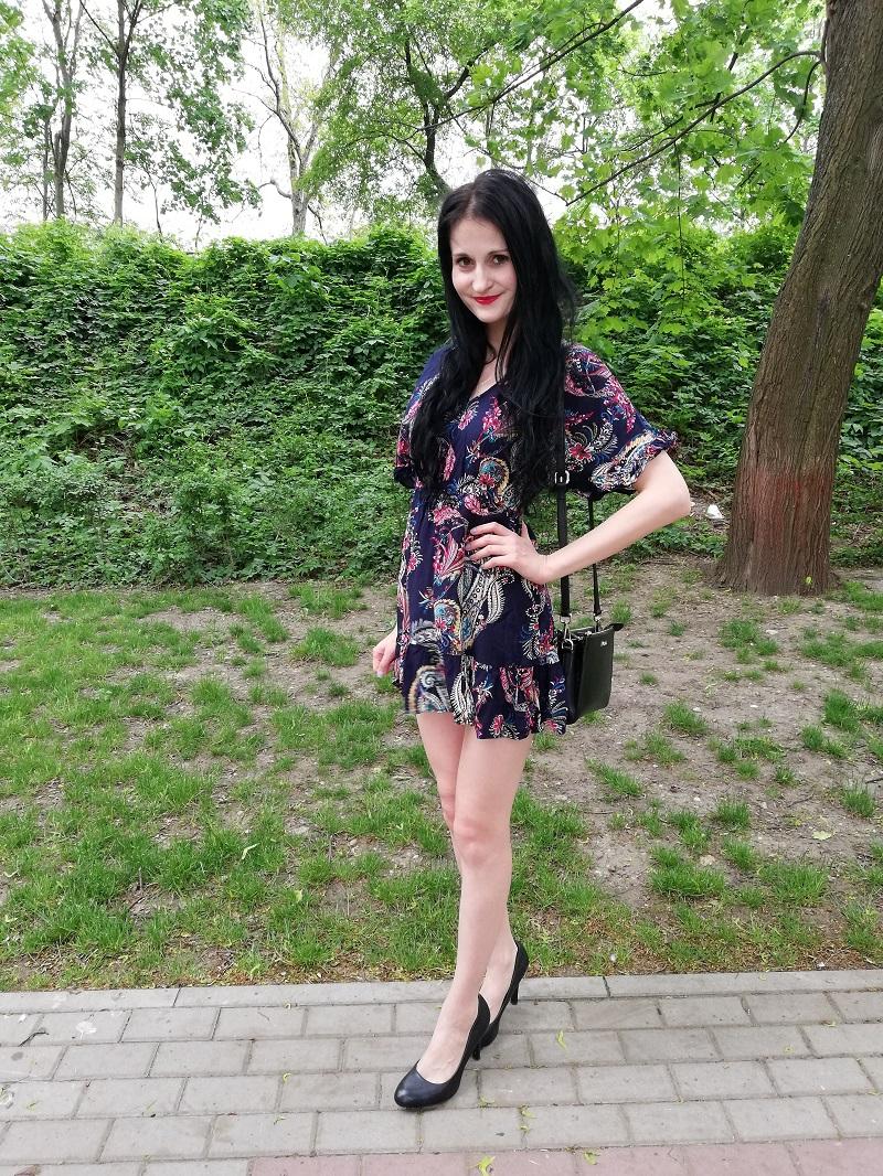 Jak wybrać przewiewną sukienkę na lato