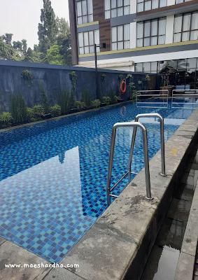 kolam renang di hotel santika sukabumi