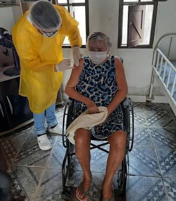 Acamados estão sendo vacinados em Córrego