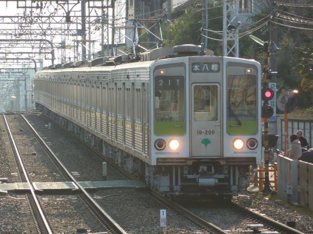 京王電鉄 快速 本八幡行き2 都営10-000形200F
