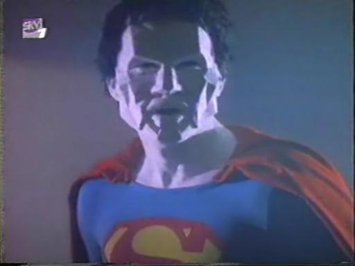 https://1.bp.blogspot.com/-k2-Z0pzOLDM/UJ08cfJSYTI/AAAAAAAAWuw/0UGk-1LGvoQ/s1600/Bizarro_Superboy_TV_Series_001.jpg