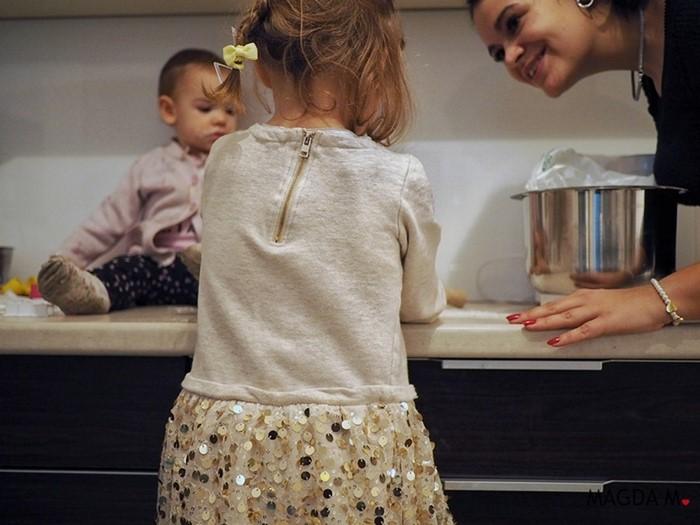 pieczenie pierniczków z dziećmi