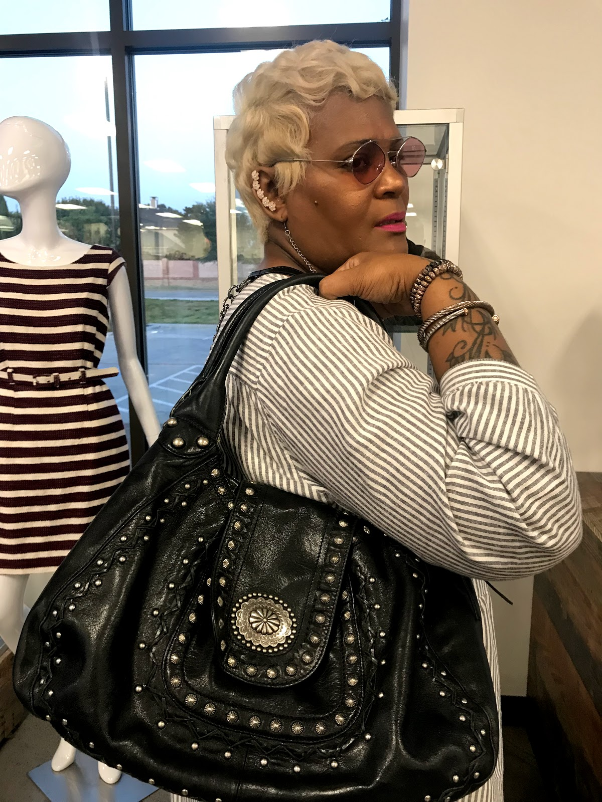 Image: Tangie Bell trying on thrift bucket bag that she found for 3.99. Great sale and finds at Goodwill in Dallas Texas. Looking Good And Used: Everything Was 3.99: Pretty On A Penny
