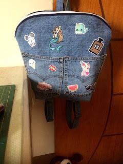 mochila feita com calça jeans