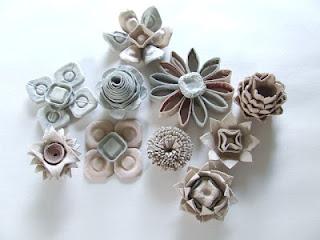 fiori con contenitore di carta uova