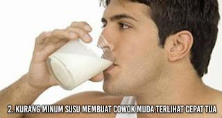 Kurang minum susu Membuat Cowok Muda Terlihat Cepat Tua