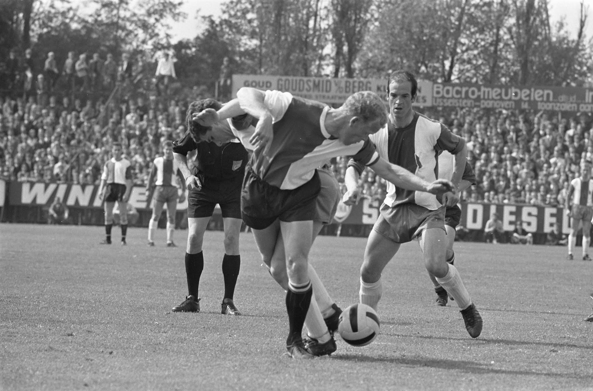 Piet Romeijn in actie tegen Elinkwijk