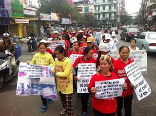 Hành động biểu tình vô tổ chức, trái pháp luật tại bờ hồ Hoàn Kiếm