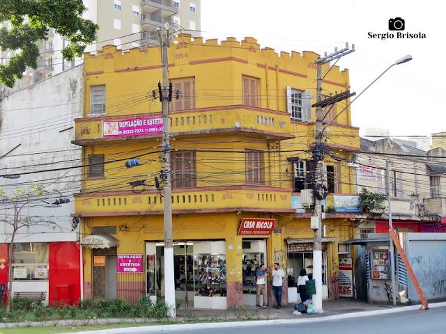 Vista ampla de um Antigo residencial (1954) na Avenida Domingos de Morais - Vila Mariana - São Paulo