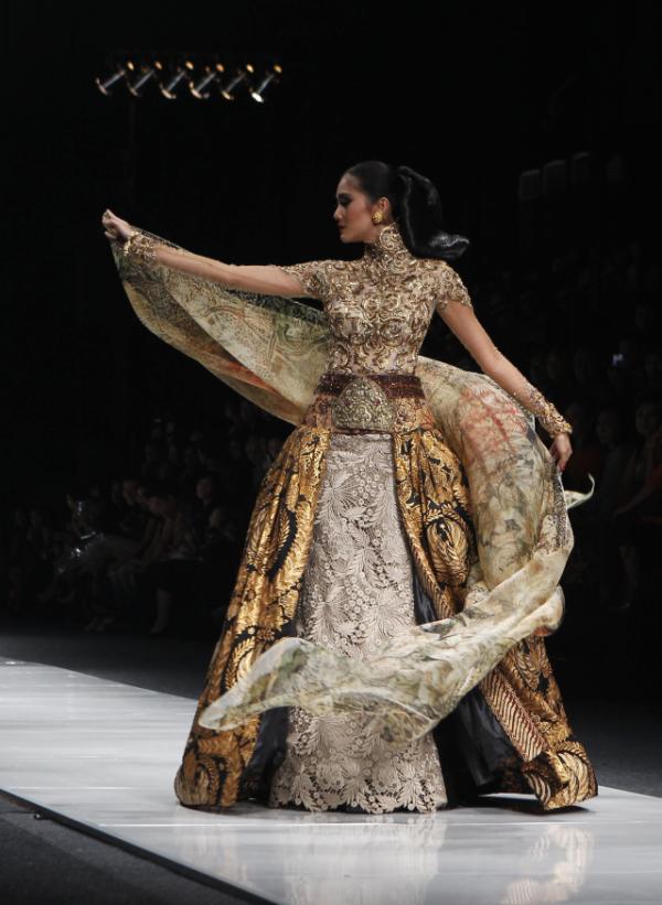 Koleksi Kebaya Modern Anne Avantie 2015