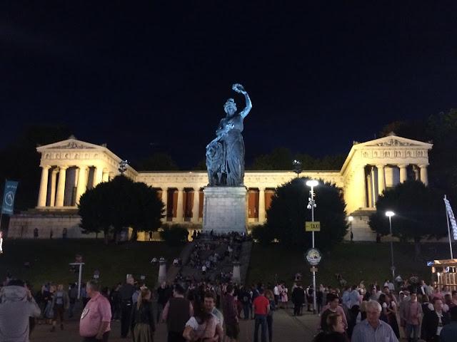Ruhmeshalle e a estátua Bavaria, no complexo do Oktoberfest - Munique - Alemanha