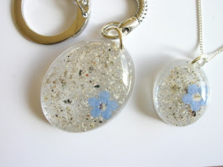 Ashes and forget me not flower keepsakes