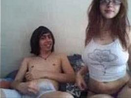Friki Idiota con Gordibuena Riquisima en la Webcam