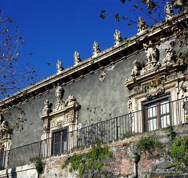 Fachada antiga em Catânia, Sicília