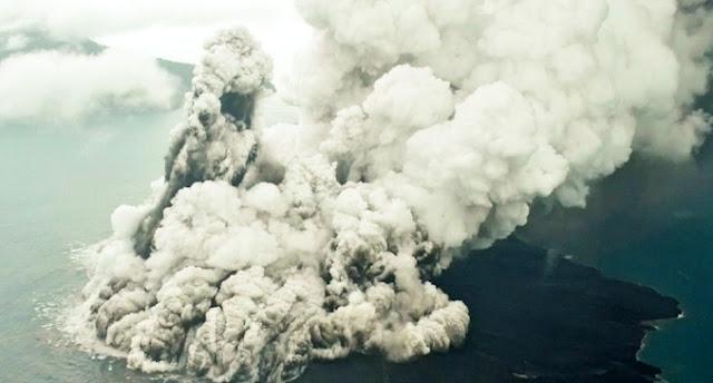 4 Gunung Meletus Sekaligus, Tanda Kebenaran Surah Al Waqiah