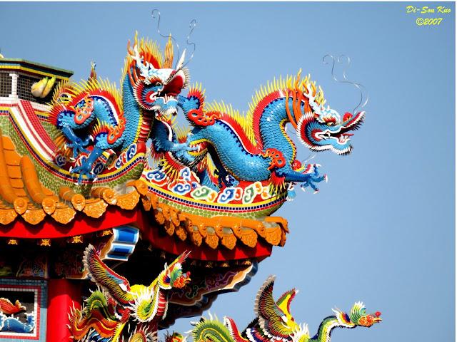 闽、台地区的庙宇室外建筑装饰──剪瓷雕。(行云部落格)