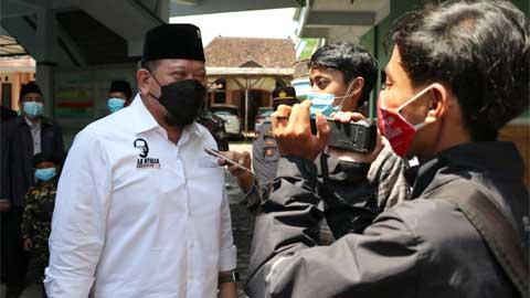 LaNyalla saat mengunjungi PP Miftahul Ulum Banyuputih Kidul Jatiroto Lumajang