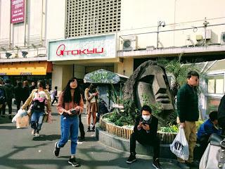 渋谷のモヤイ像と待ちゆく人々