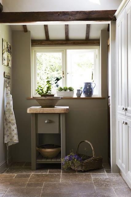 simple farmhouse kitchen window