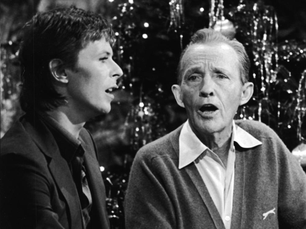 David Bowie and Bing Crosby singing together in front of Christmas tree