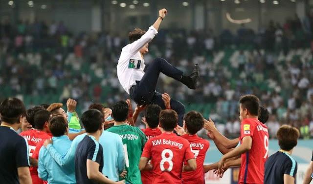 La selección de Corea del Sur celebra que clasifica a Rusia 2018