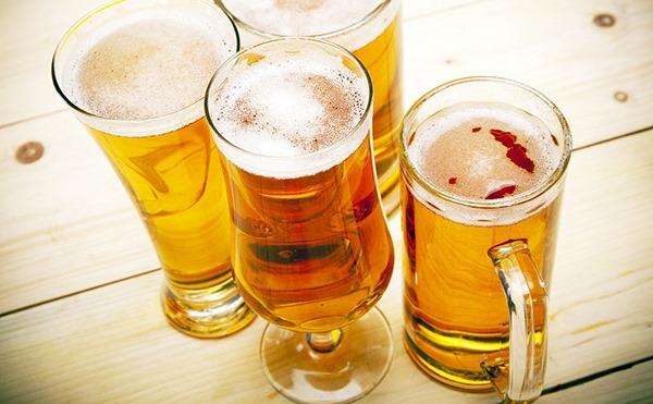 6 công dụng làm da trắng đẹp từ bia