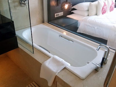All rooms have bath tubs in Vivanta By Taj Guwahati