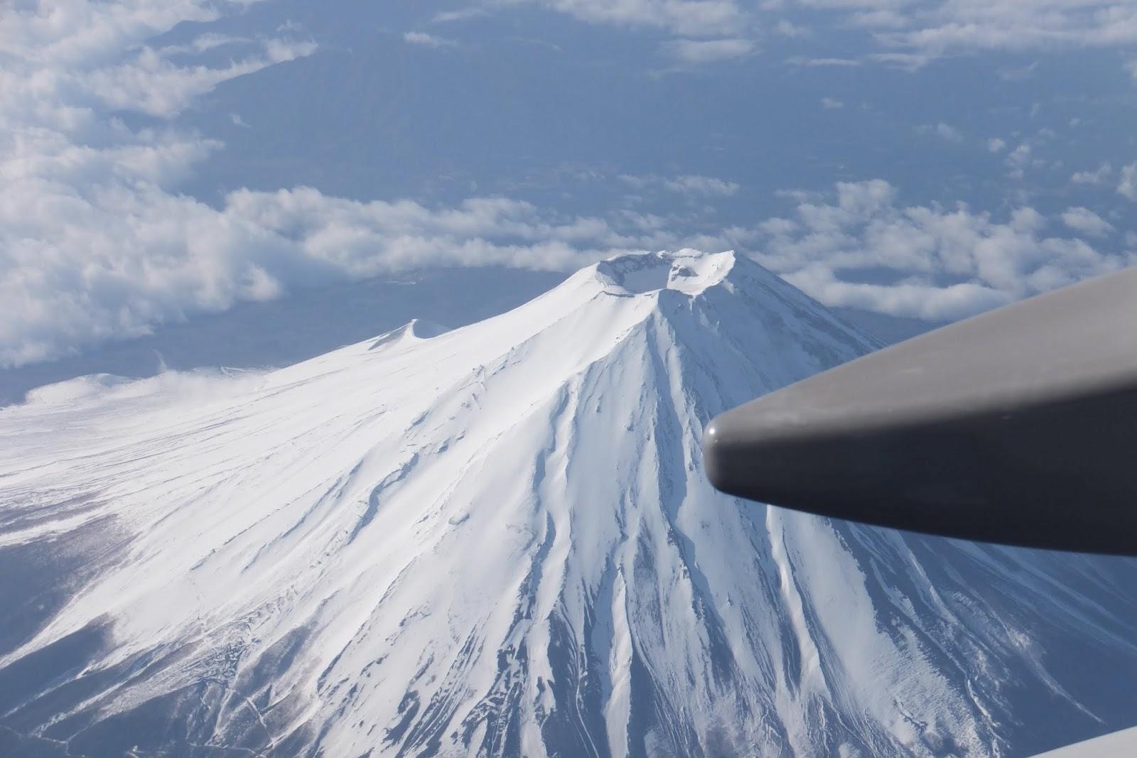 Mt.Fuji-from-airplane 飛行機からの富士山