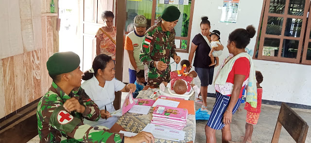 Satgas Yonif 754 Kostrad Gelar Posyandu di Kampung Trimuris Papua