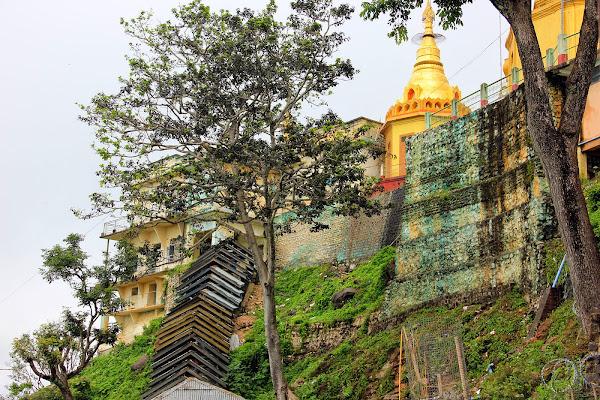 Templo Taungkalat del Monte Popa - Bagan - Myanmar