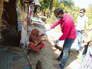 समस्तीपुर में लगातार सरकारी सुविधा नदारत, कल्यानपुर थाना क्षेत्र के सोरमार पैक्स अध्यक्ष ने अपने निजी कोष से पंचायतों में 200 घरों को राशन दिया।