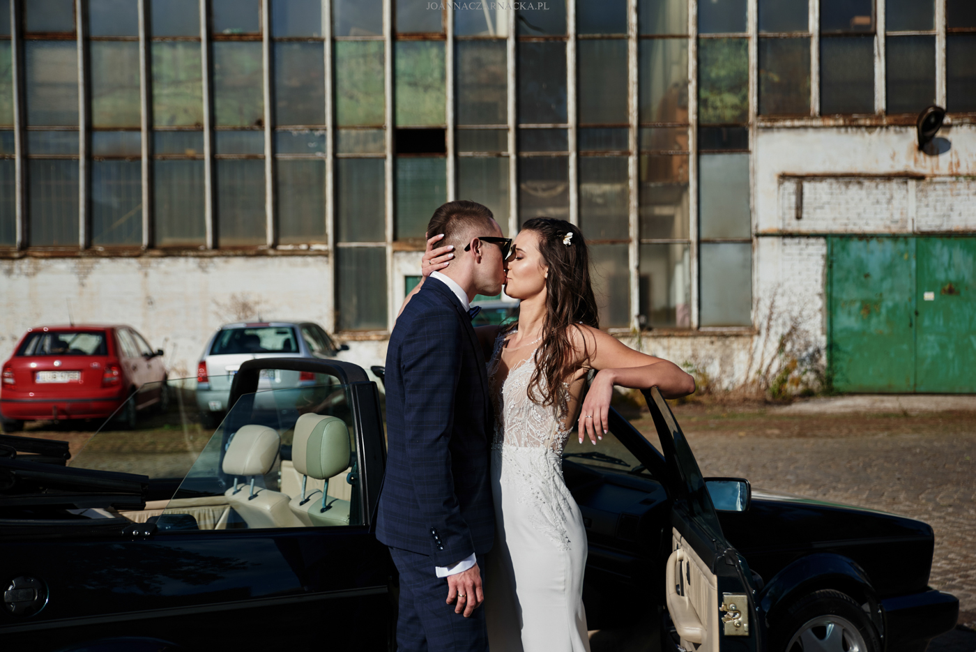 sesja ślubna z autem