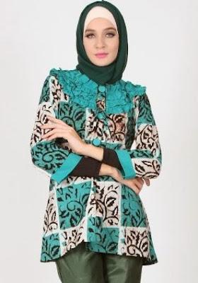 Model tunik batik wisuda