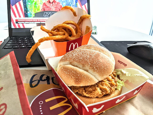 Betul Ke Ada Rasa Pedas Manis Pada Spicy Chicken Burger With Apple Slices McDonalds?