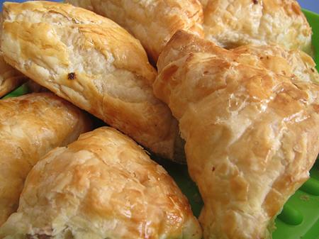 homemade puff pastry Indian crispy Khari biscuits by wheat flour|| घर का बना पफ पेस्ट्री गेहूं के आटे से भारतीय खस्ता खारी बिस्कुट ||