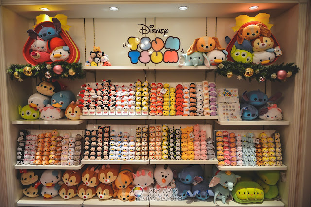 Tsum Tsum in Disney wall