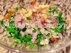 Guacamole sos de avocado preparare reteta - amestecam legumele in bol