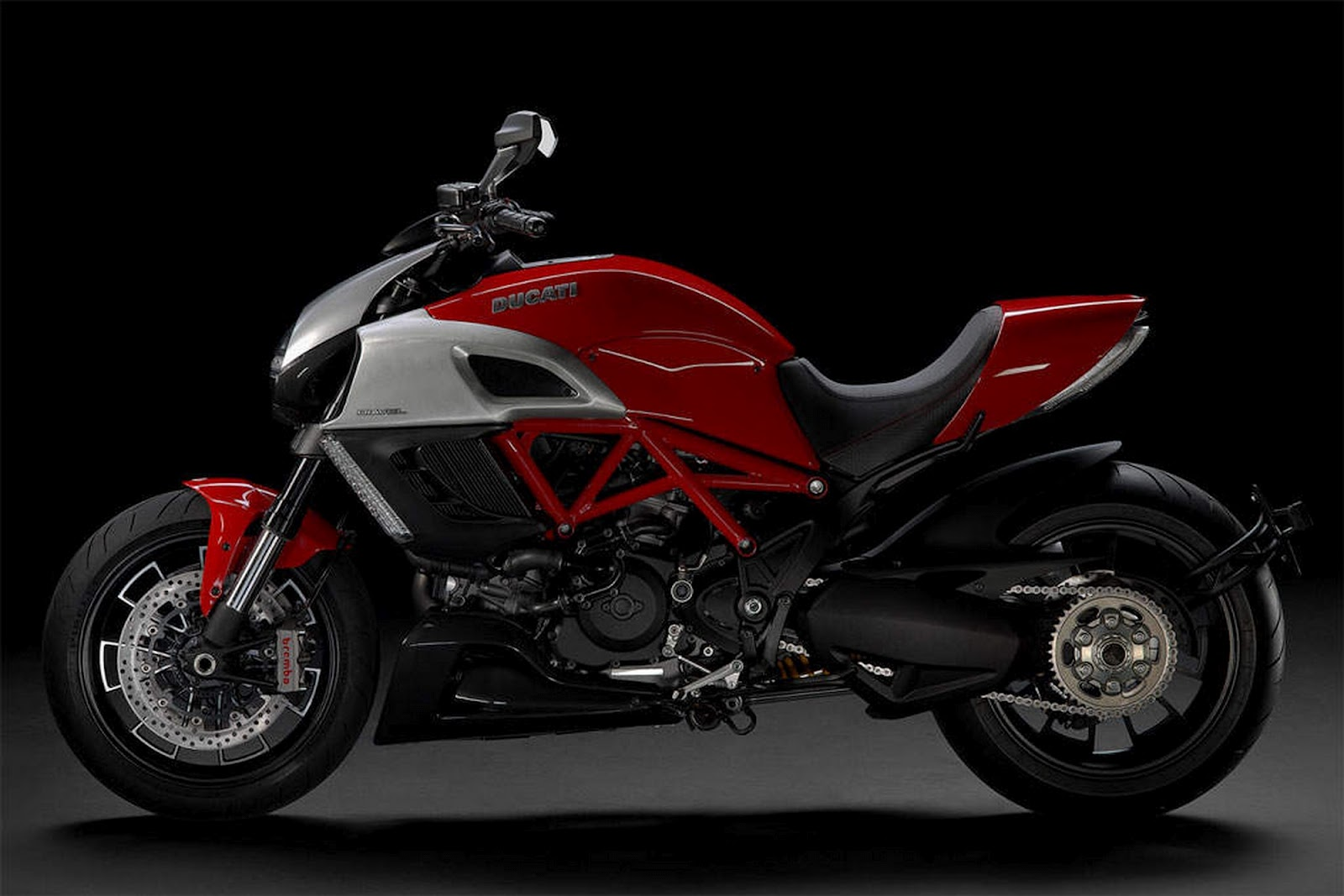 new motorcycle custom modification review and specs ducati diavel. Black Bedroom Furniture Sets. Home Design Ideas