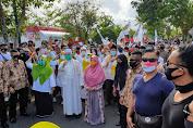Daftar ke KPU, Selly-Manan Dikawal Ribuan Pendukung  diiringi Parade Seni Budaya Multi etnis