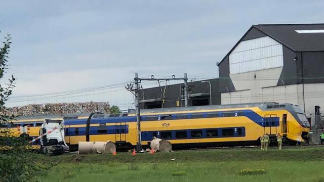اصطدام عنيف بين قطار وشاحنة في هولندا