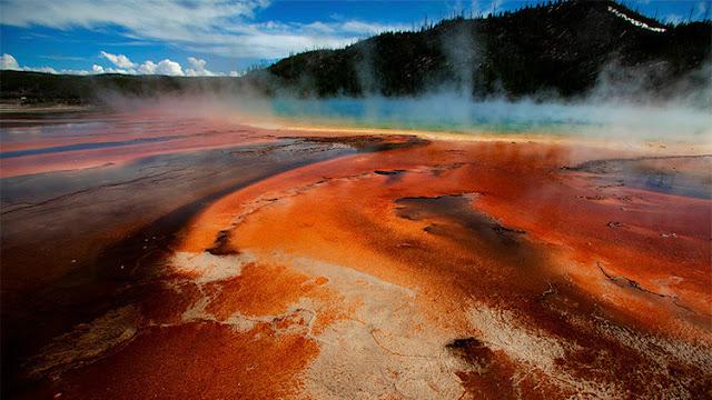 Intenta bañarse en aguas termales de Yellowstone y termina totalmente desintegrado en ácido