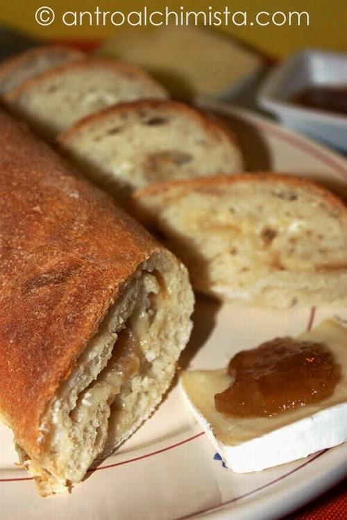 Pane Farcito con Brie e Composta di Pere e Curry Madras