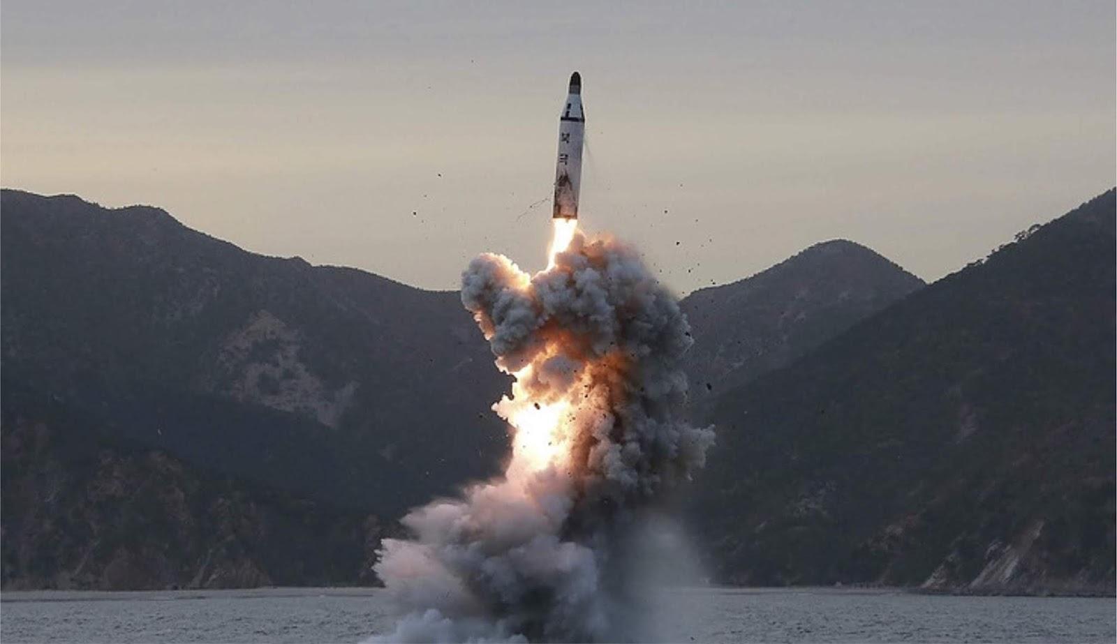 Kapal selam baru Korea Utara mampu membawa tiga rudal balistik