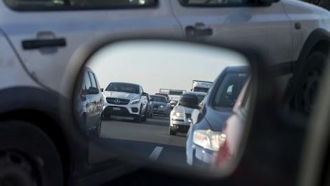 Baleset miatt több kilométeres a torlódás az M3-ason Kálnál