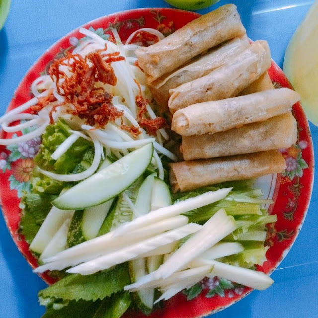 Crispy Spring Rolls Wraped with Green Mustard Leaves