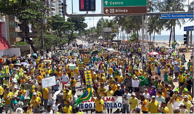 Dia de manifestações em todo o país e também no Recife
