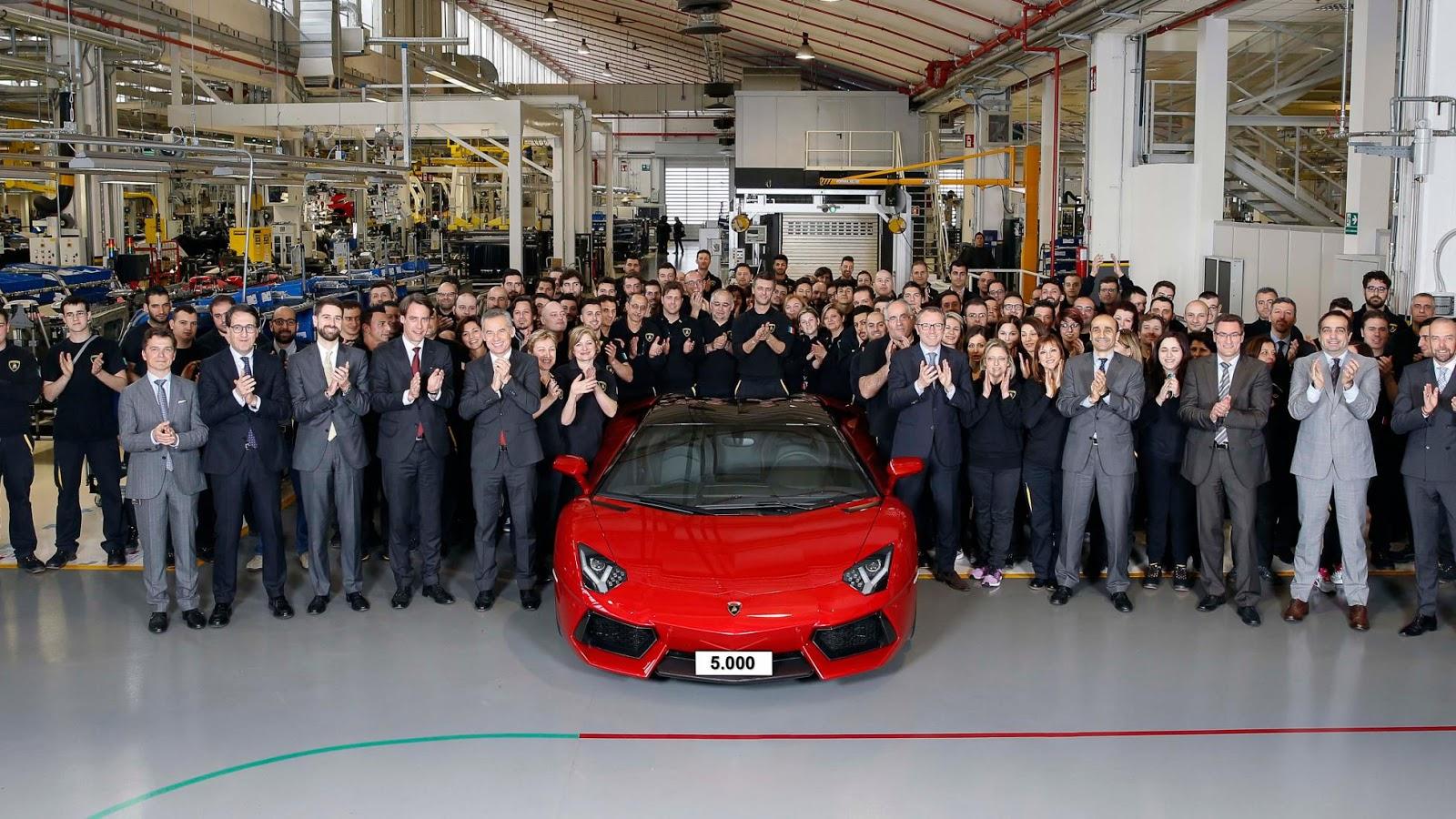 Siêu xe Lamborghini Aventador cán mốc 5000 chiếc